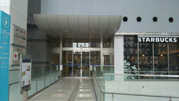 オフィス棟入口